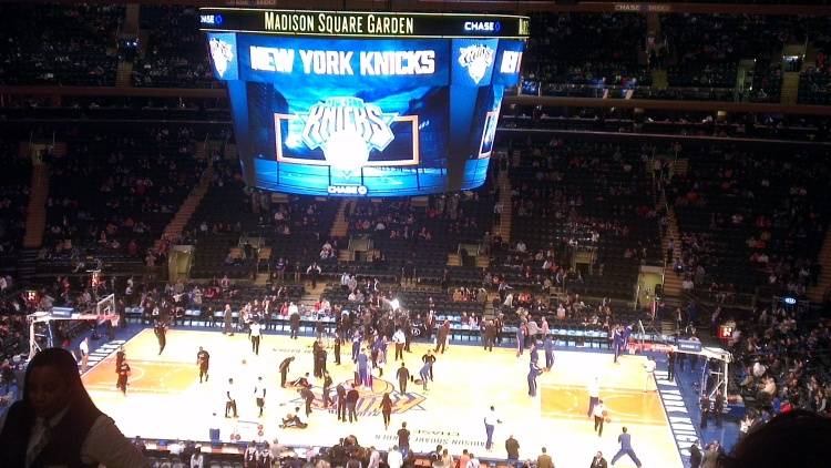 Notes From Another Land / NYC in a nutshell: NY Knicks at Madison Square Garden