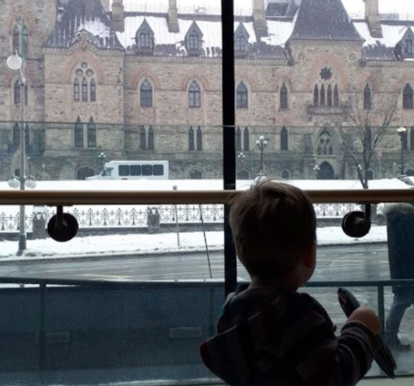 Amy Maureen Lynch brings her toddler to Canada's Parliament Hill | Notes From Another Land
